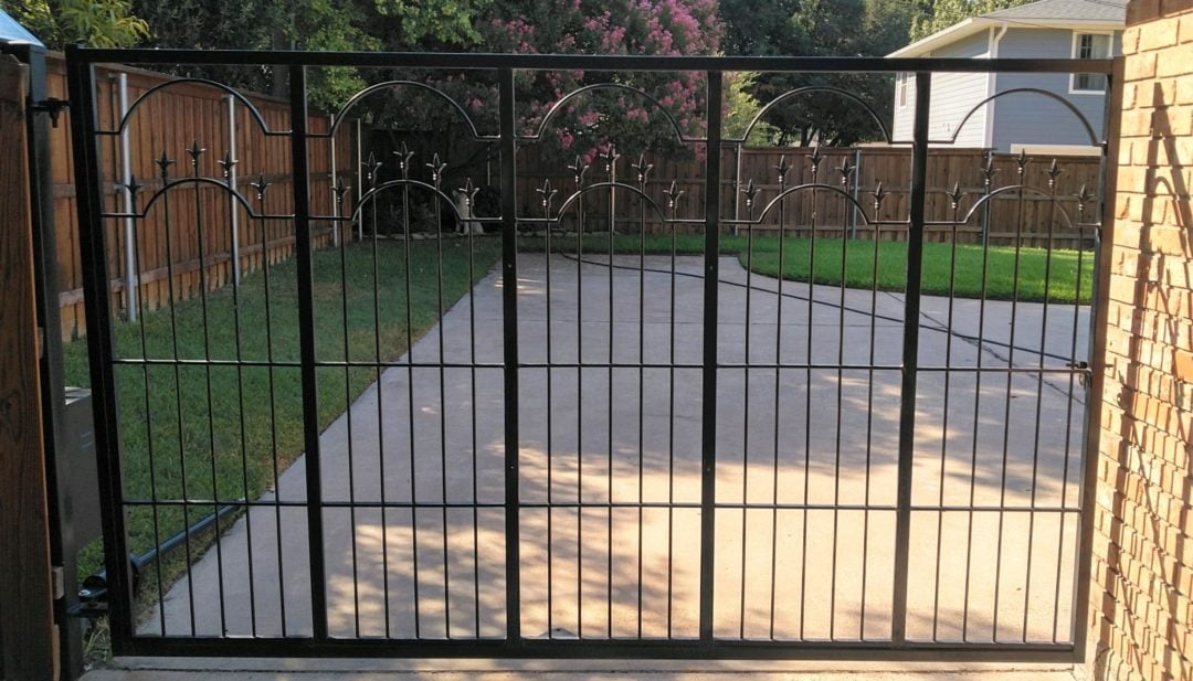 elegant and stylies steel fences